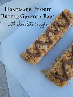 Ally's Sweet and Savory Eats: Homemade Peanut Butter Granola Bars {with a chocolate drizzle! Granola Bars Peanut Butter, Homemade Granola Bars, Lunch Snacks, Healthy Snacks, Healthy Eating, Clean Eating, Yogurt, Delicious Desserts, Yummy Food