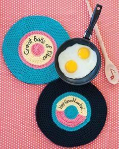 Retro Record Potholders - pattern available via the Crochet Today Magazine. More info via the link.
