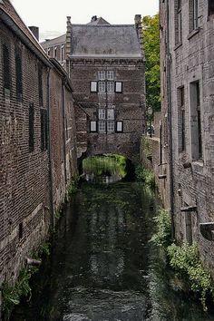 House above the Jeker Maastricht #visitholland #travel