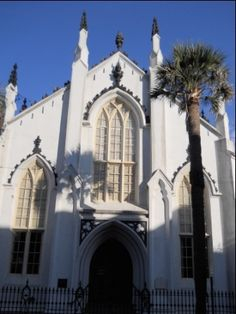 Charleston is the site of many historic churches. Regardless of your religious beliefs, you can appreciate the beauty and architecture, as well as the history found in the cemetaries.