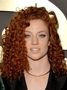 Pin for Later: See Every Rock-Star Beauty Moment From the 2015 Grammys Red Carpet Jess Glynne Singer Jess's gorgeous red curls and graphic cat eye made her stand out on the red carpet. Dyed Curly Hair, Curly Girl, Curly Hair Styles, Natural Hair Styles, Ginger Models, Jess Glynne, Red Curls, Stunning Redhead, Star Beauty