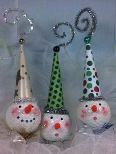 Golf Gifts These golf ball ornaments are so cute! More golf ideas at Holiday Crafts, Christmas Crafts, Christmas Decorations, Christmas Ornaments, Christmas Ideas, Christmas Stuff, Holiday Fun, Holiday Decor, Golfball