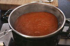 Met dit recept heb je op een vrij snelle manier een heel lekkere tomatensaus.