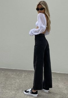 Black High Waisted Jeans Outfit, Black Jeans Outfit Casual, Trendy Outfits, Cool Outfits, Fashion Outfits, Overall Jumpsuit, Wide Jeans, Look Fashion, Casual Styles