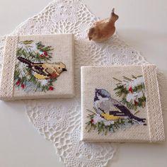 Hoşgeldin 2018...Yeni yılın ilk paylaşımını bu minik kuşlarla yapalım...#crossstitch #kanaviçe #çarpıişi #embroidery #embroideryart #nakış #elişi #elnakışı #handmade #handembroidery #kuşlar #birds #dantel #lace#