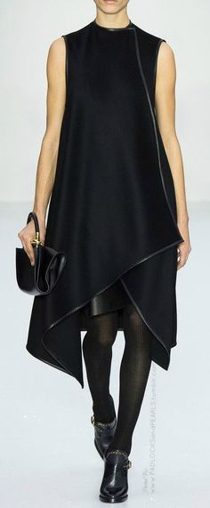 Salvatore Ferragamo fashion show presented at Milan Fashion Week for the Autumn Winter Ready-to-Wear collection. Passion For Fashion, Love Fashion, High Fashion, Fashion Show, Womens Fashion, Fashion Design, Milan Fashion, Runway Fashion, Fashion 2015
