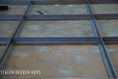STALEN DEUREN > Impressie Metal Window Frames, Steel Frame Doors, Steel Doors And Windows, Metal Windows, Iron Windows, Iron Doors, Fence Gate Design, Door Design, Tikki Bar
