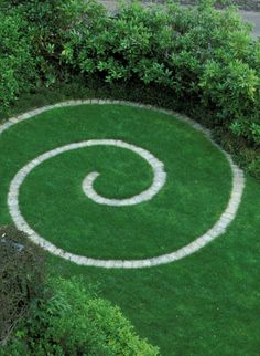 Now I know what to do with the extra stones I have lying about. Now I know what to do with the extra stones I have lying about. Garden Paths, Garden Art, Spiral Garden, Meditation Garden, Front Yard Landscaping, Growing Plants, Dream Garden, Garden Planning, Garden Projects