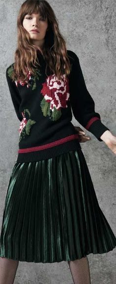 THIS IS the right type of holiday sweater for elegant women. AND you can wear it more than once a year. read about what to wear for christmas and holiday outfits that won't make you look like a teenybopper or an old woman in a nursing home Cute Party Outfits, Holiday Outfits, Party Fashion, Girl Fashion, Fashion Outfits, Fashion Tips, Cute Christmas Sweater, Holiday Sweater, Ugly Sweater Contest