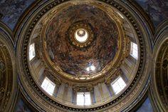 https://flic.kr/p/caoivC   Rom, Piazza Navona , Sant'Agnese in Agone, Paradiesfresko der Kuppel (dome with fresco of the paradise)   An der Stelle der Piazza Navona befand sich das antike Stadion, das 82 - 85  unter Domitian errichtet worden war und das athletischen Übungen und Reiterspielen diente.  Die Kirche Sant'Agnese in Agone, die sich nahtlos an den Palazzo Pamphilj anschließt, wurde Mitte des 17. Jh. von Francesco Borromini erbaut. Sie ist die Gedenkstätte für de Märtyrerin Agnes…