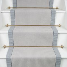 Oh my, this carpet runner by looks wonderful with these aged brass stair rods. Who agrees? Beige Carpet, Patterned Carpet, Black Carpet, Modern Carpet, Stairway Carpet, Staircase Runner, Stair Runner Rods, Hallway Flooring, Staircase Makeover