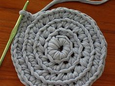 Making T-Shirt yarn. And other nice tutorials.