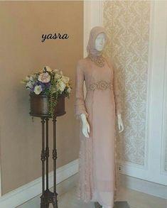 Dress Brokat Muslim, Muslim Dress, Simple Long Dress, Simple Gowns, Modest Dresses, Bridal Dresses, Nice Dresses, Modest Clothing, Muslimah Wedding Dress
