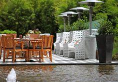 Relájate un ratito y disfruta del sol en la terraza del Bogota Marriott Hotel.