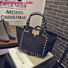 TAS IMPORT KODE: 06685  IDR.176.000  MATERIAL PU  SIZE L32XH18X212CM  WEIGHT 500GR  COLOR BLACK