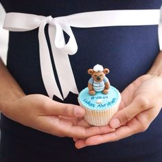 My gender announcement cupcake! #itsaboy #mommytobe 💙👶 ...For tutorials and more follow my Instagram account @sosweetbites