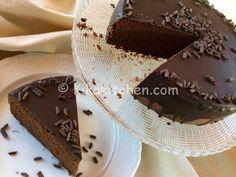 Questa è la ricetta della torta al cioccolato più buona mai provata, soffice, morbida e golosa, da guarnire e farcire a vostro piacimento.