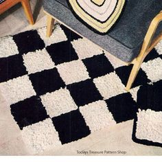 Easy Black & White Checkerboard Rug pattern.      This pattern, perfect for  beginners, is available at Vintage Knit Crochet Pattern Shop.