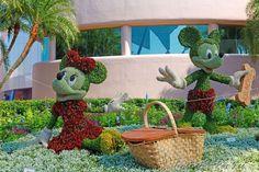 Disney Topiaries | Mickey and Minnie