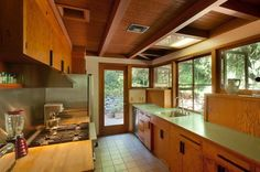 Mid-century Modern I love the concept of the windows over the narrow sliding countertop cabinets Modern Patio Doors, Mcm House, Kitchen Cupboard Doors, Mid Century Modern Kitchen, Mid Century Decor, House Front, Mid-century Modern, Modern Homes, New Homes