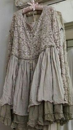 Dans mon Jardin Secret, il y a. — umla: (via cute dress Gypsy Style, Bohemian Style, Boho Chic, Boho Outfits, Vintage Outfits, Vintage Dress, Shabby Chic Mode, Estilo Hippie, Look Boho