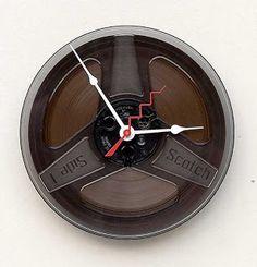 Antes de la aparición del casete, estas bobinas contenían una cinta similar, que ahora se ha transformado en un interesante reloj.
