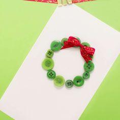Biglietti di auguri fai da te per Natale - Biglietto di auguri con ghirlanda di bottoni