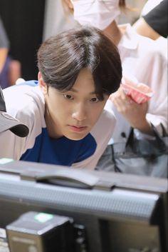 Hot Korean Guys, Korean Men, Sleepover Things To Do, Pretty Backgrounds For Iphone, Korean Male Actors, Lee Hyun Woo, Kdrama Actors, Drama Korea, Skin Makeup