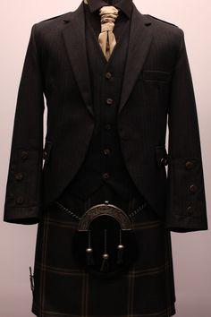 Something for zach Scottish Clothing, Scottish Fashion, Men In Kilts, Kilt Men, Kilt Wedding, Tartan Kilt, Tartan Dress, Tilted Kilt, Looking Dapper