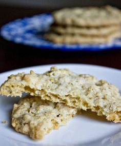Sweet Tooth: Crispy Salty Oatmeal White Chocolate Chip Cookies her blog is awesome!  so many good recipes