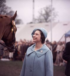 The Queen's record reign: her iconic fashion - Photo 11   HELLO!