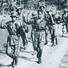 Prajurit-prajurit muda TKR (TNI) ini tertangkap oleh pasukan Inggris dari kesatuan India dan Gurkha di suatu tempat di sekitar Surabaya. Diperkirakan penangkapan ini terjadi dalam rangkain peristiwa Pertempuran 10 November 1945 di Surabaya.