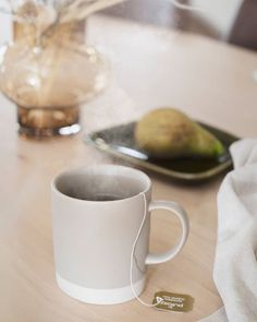 Är du en kaffe eller en temänniska?  Nu i förkylningstider föredrar vi en stor kopp varmt te under en filt i soffan! Ha en fin kväll Kaffe, Scandinavian Living, Tableware, Kitchen, Dinnerware, Cooking, Dishes, Kitchens, Cucina