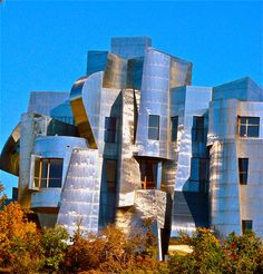 Weisman Art Museum museum is design to mimic the Mississippi River and landscape. The opposite facade is design with brick to tie into the materials of the existing buildings in the University. If this building were to be picked up and placed somewhere else, let's say Las Vegas, it wouldn't have the same significance and meaning as it does here.