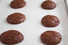 these brownie cookies will have everyone over the moon for them, they taste like brownies are firm and crisp on the edges and chewy and brownie inside video Chocolate Drop Cookies, Brownie Cookies, Brownie Recipes, Cookie Recipes, Brownies, Biscuits, Snacks, Cooking, Desserts