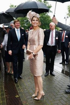 Queen Maxima Photos - King Willem-Alexander and Queen Maxima of The Netherlands arrive at MMID on May 2014 in Essen, Germany. The Royal couple is on a two-day visit to Germany. Princess Letizia, Princess Mary, Hollywood Fashion, Royal Fashion, Hollywood Actresses, Style Royal, Princesa Kate, Elisabeth Ii, Queen Maxima