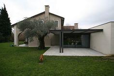 Siamo non lontano dal fiume Brenta, dinanzi ad un bell'esempio di tipica architettura locale