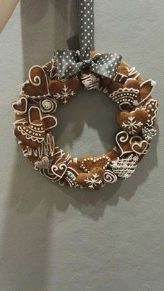 Christmas Cookies Gift, Christmas Wreaths, Diy Wreath, Burlap Wreath, Cookie Gifts, Rosemary Ideas, Gingerbread, Diy And Crafts, Holiday Decor
