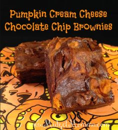 Pumpkin Cream Cheese Chocolate Chip Brownies Recipe, super yummy treat complete with Fall flavors! Pumpkin Recipes, Fall Recipes, Holiday Recipes, Chocolate Chip Brownies, Pumpkin Brownies, Cheese Brownies, Chocolate Cake, Delicious Desserts, Dessert Recipes