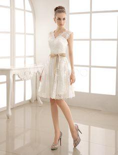 Vestido marfim curto em renda e cetim com decote V e laço na cintura
