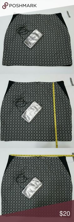 NWT Plus size Pencil skirt Black and white Jacquard-print.  Please see photos with measurements as this skirt is only 3% spandex. Other items can be found in my other listings. Worthington Skirts Pencil