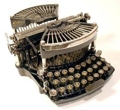 Williams 1 Curved Keyboard The Martin Howard Antique Typewriter Collection (Thanks mega-recommeder, Marilyn ) Vintage Typewriters, Vintage Cameras, Vintage Office, Retro Vintage, Vintage Items, Typewriter History, Typewriter Machine, Writing Machine, Antique Typewriter