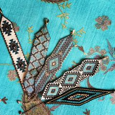 Bracelets ajustables en perles miyuki Diy Jewelry, Beaded Jewelry, Jewelry Design, Beaded Bracelets, Peyote Patterns, Beading Patterns, Native Beadwork, Peyote Stitch, Bracelets