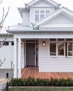 Exterior Paint Colora For House Weatherboard Home Trendy Ideas Weatherboard Exterior, Exterior Doors, Hamptons Style Homes, Hamptons House, Exterior Paint Colors For House, House Ideas Exterior, Outdoor House Colors, Exterior Houses, Porche