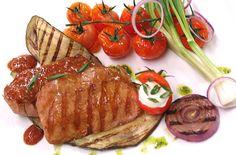 Eskalopek z indyka z rusztu, warzywa z grilla oraz domowy sos keczupowy #intermarche #grill #eskalopek