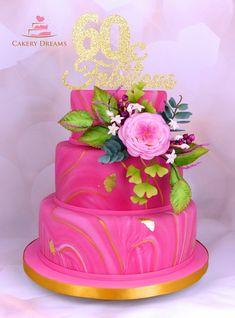 Zu einem 60. Geburtstag eine dreistöckige Torte, marmoriert in Pink, ;) mit goldenen Akzenten!  www.cakerydreams.de #geburtstag #torte #cake #pink #marmoriert #birthday