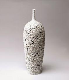 musing about mud: monday morning eye candy: Mooto Jeon Seong Keun Ceramic Pottery, Ceramic Art, Decoration, Art Decor, Wheel Throwing, Korean Art, Ceramic Studio, Seong, White Porcelain