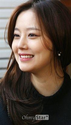 regram her smile Korean Beauty Standards, Asian Woman, Asian Girl, Straight Eyebrows, Brilliant Legacy, Ideal Girl, Singer Fashion, Kim Tae Hee, Moon Chae Won