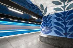 La colorida arquitectura de las estaciones de metro en Europa. El fotógrafo Chris Forsyth  ha lanzado Metro, su más reciente colección fotográfica. #fotografiadearquitectura