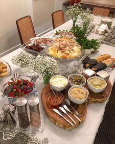 Nadire Atas on Hors D'oeuvre, Tapas and Starters Nadire Atas on Asparagus Dishes - Nadire Atas on Delicious Comfort Food Fingerfood Party, Wie Macht Man, Food Platters, Charcuterie Board, Food Presentation, Afternoon Tea, Finger Foods, Food Inspiration, Tapas